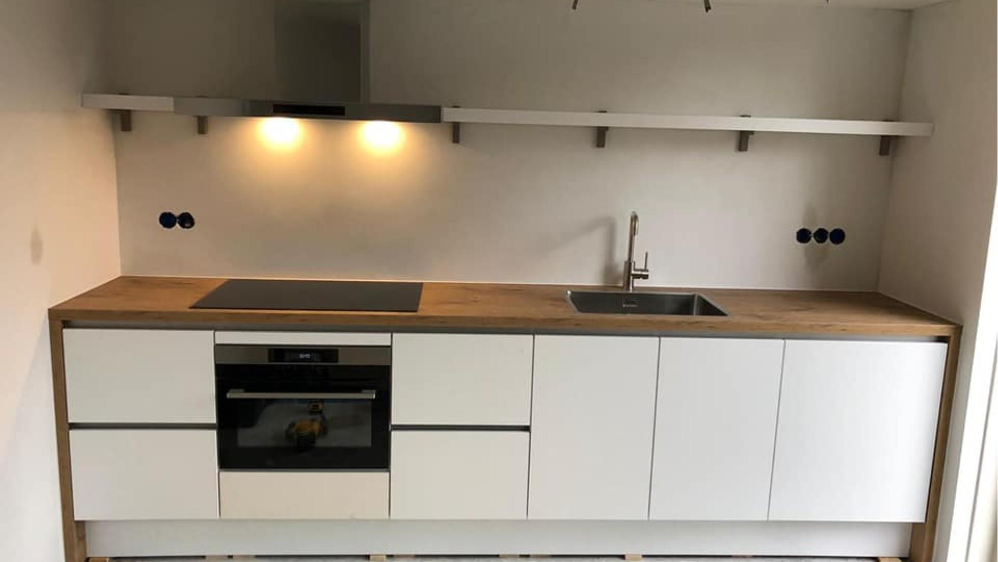 Primo Keukens Keukens Bij Onze Klanten Mat Wit Met Warm Hout Omlijst Van Nobilia