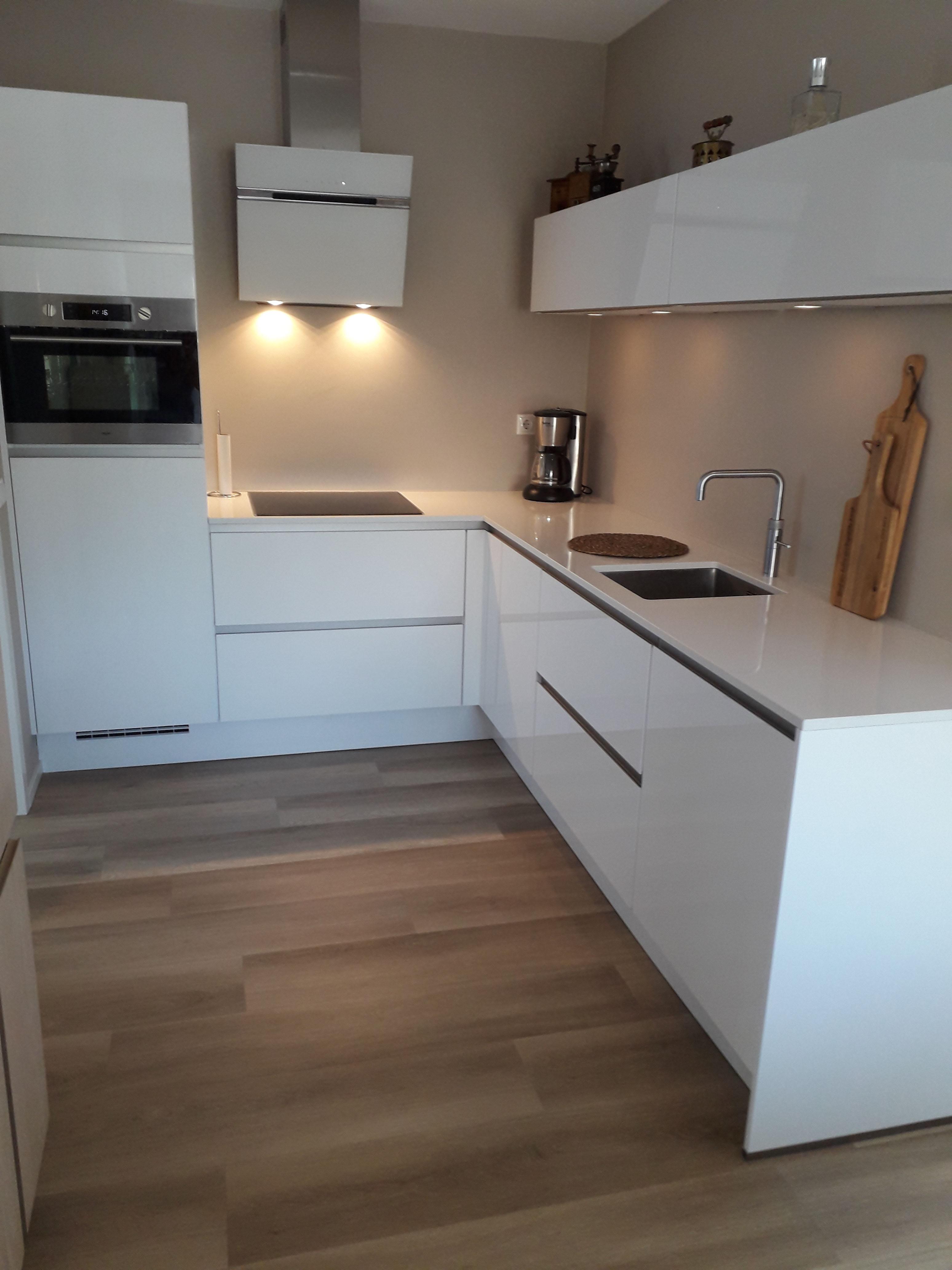 Ongekend Primo Keukens   Keukens bij onze klanten   hoogglans witte Nobilia DN-17