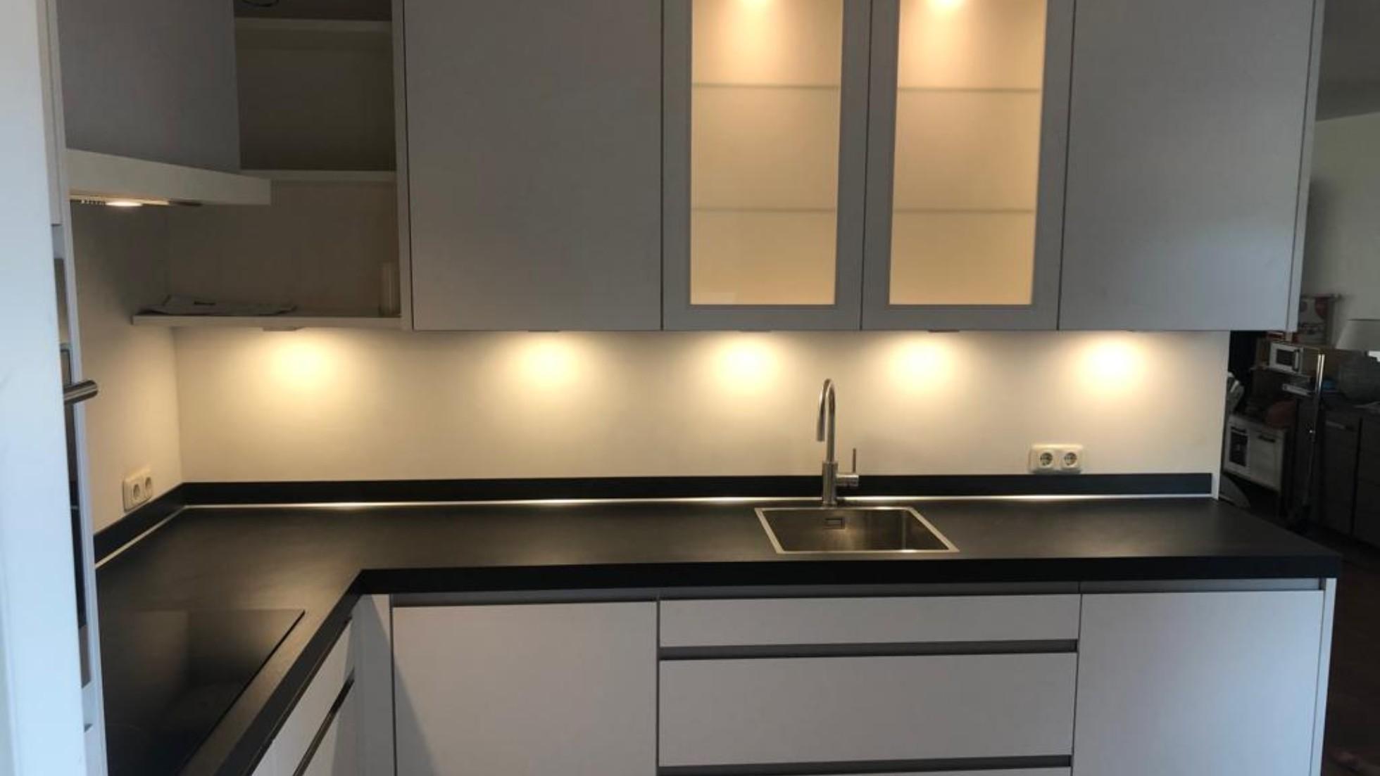 Primo Keukens Keukens Bij Onze Klanten Witte Nobilia Keuken Met Zwart Blad